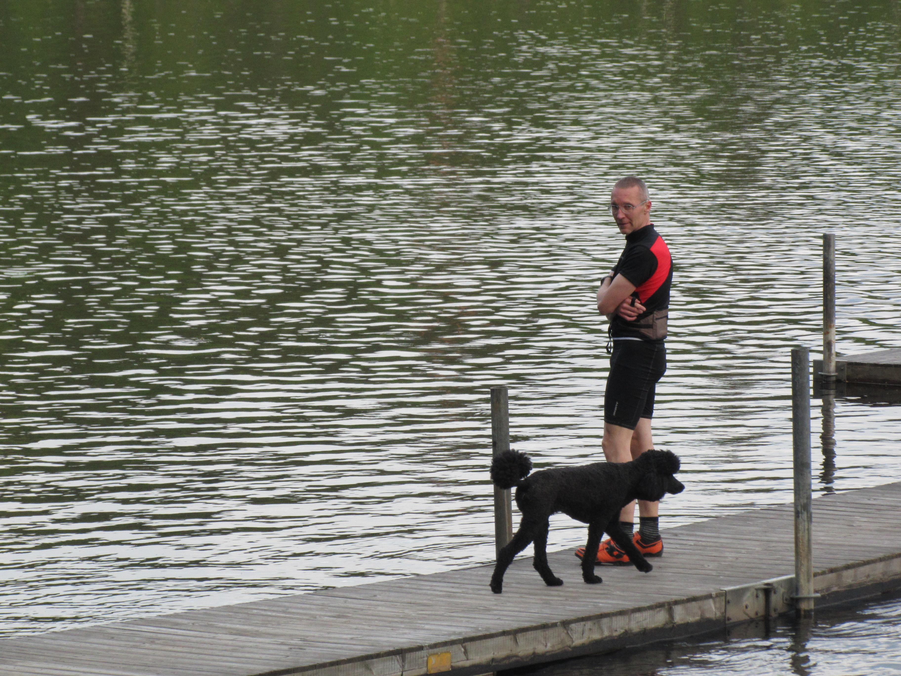 En hund och Peter vid växling Björktjärn